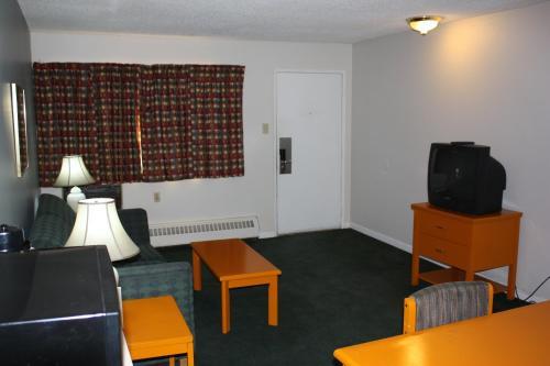 Northwoods Inn & Suites Photo