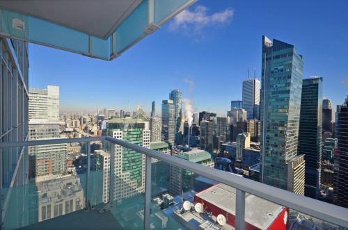 Atlas Suites - CN Tower & Convention Centre Toronto Photo