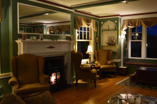 The Brewster Inn - Dexter, ME 04930