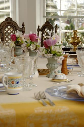 Villa Marco Polo Bed And Breakfast Inn - Victoria, BC V8S 1X9