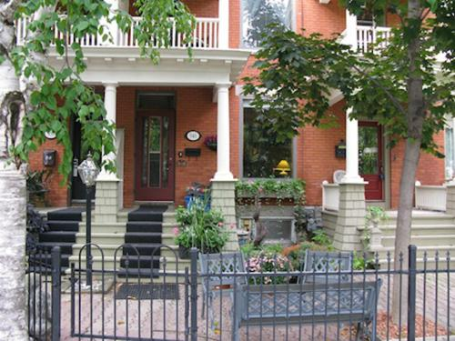 Benner's Bed & Breakfast - Ottawa, ON K1N 6C6