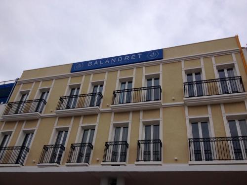 Paseo Neptuno, 20-22, Poblats Maritims, 46011 Valencia, Spain.