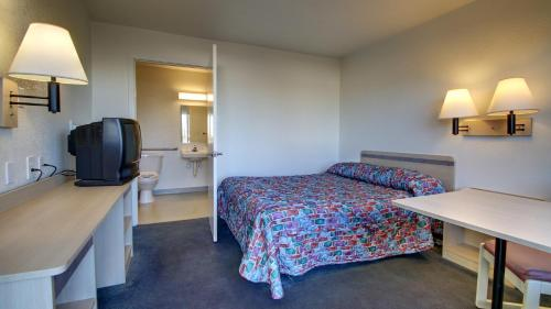 Motel 6 Owensboro - Owensboro, KY 42301