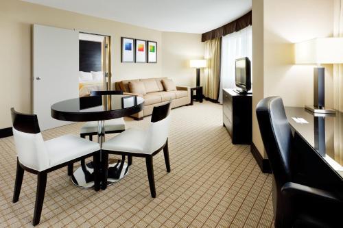 Radisson Hotel Vancouver Airport Photo