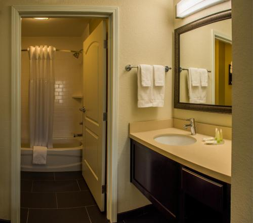 Staybridge Suites Schererville Photo