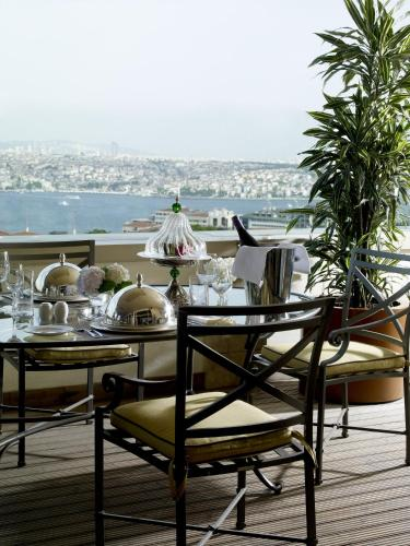 Divan Istanbul, Istanbul