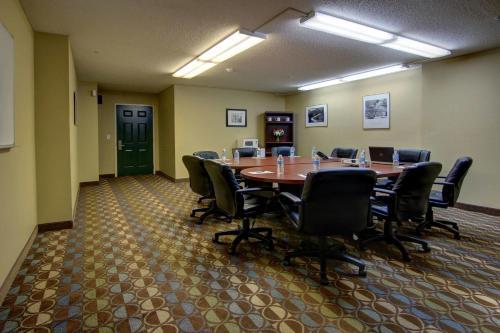 Intown Suites Marietta - Marietta, GA 30062