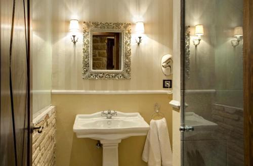 Suite Hotel Real Posada De Liena 8