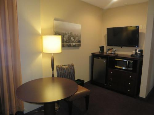 Ivy Court Inn and Suites Photo