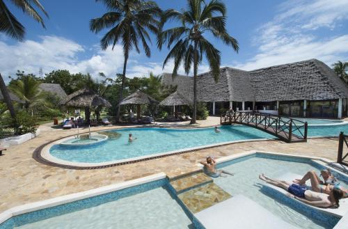 Uroa Bay Beach Resort Photo