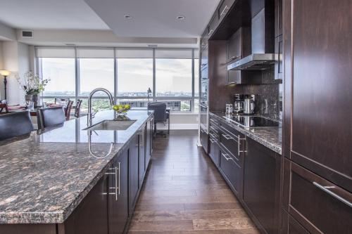 Hullmark Centre - Furnished Apartments - Toronto, ON M2N 2W7