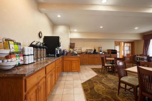 Country Inn & Suites by Radisson, Albert Lea, MN Photo