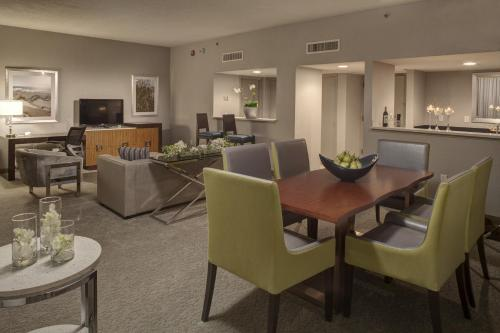 DoubleTree by Hilton Hotel Jacksonville Airport Photo