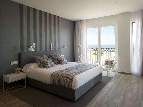 Suite Junior con vistas al mar Hotel Boutique Balandret 4