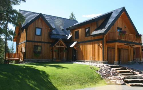 Canyon Ridge Lodge - Golden, BC V0A 1H1