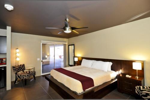 Bearfoot Inn - Clothing Optional Hotel for Gay Men Photo