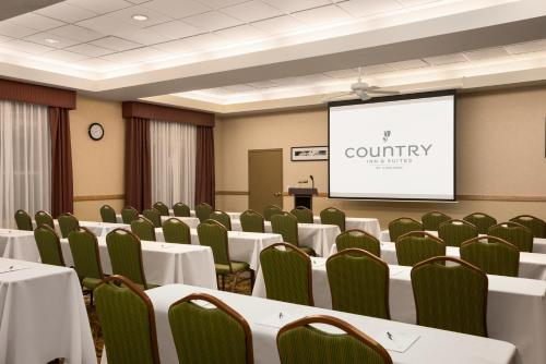 Country Inn & Suites by Radisson, Bountiful, UT Photo