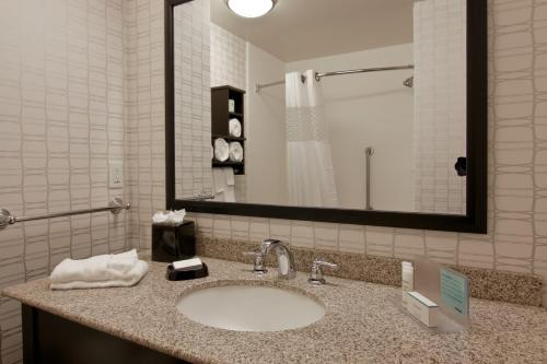 Hampton Inn & Suites Bellevue Downtown-seattle - Bellevue, WA 98004