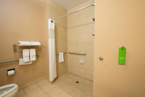 Hampton Inn Bismarck - Bismarck, ND 58501