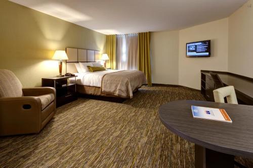 Holiday Inn Express & Suites Manhattan - Manhattan, KS 66502