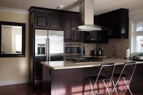 Kitsilano Home 2 Home - Vancouver, BC V6K 1T5
