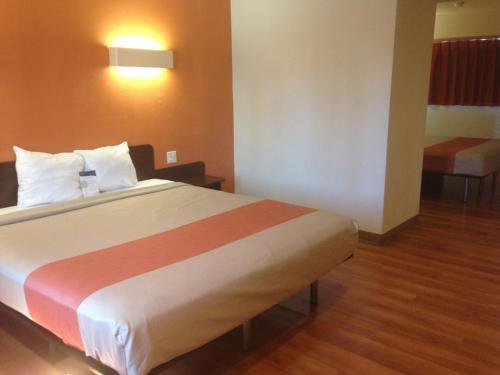 Motel 6 Gardena Hotel