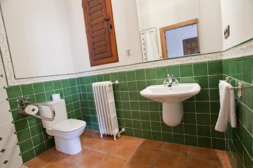 Habitación Doble Superior adaptada para personas de movilidad reducida - 2 camas - Uso individual Casa de La Campana 2
