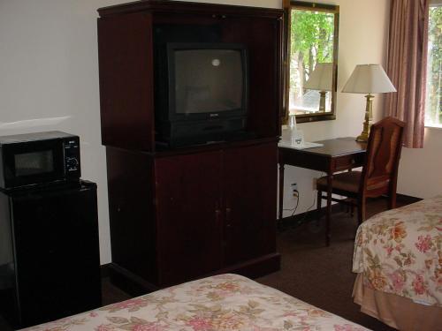 Rodeway Inn - Montgomery, AL 36105