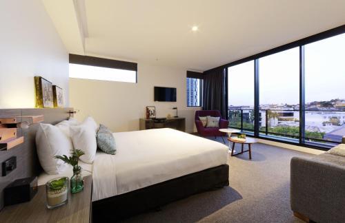 Alpha Mosaic Hotel Forude Valley Brisbane