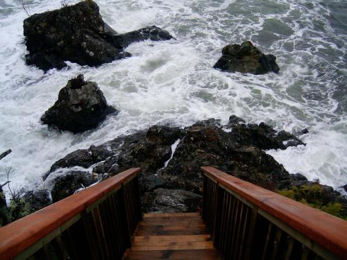 Reef Point Oceanfront Bed And Breakfast - Ucluelet, BC V0R 3A0
