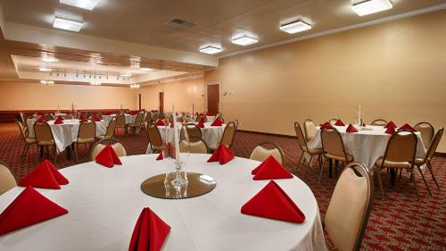 Red Lion Hotel Bakersfield Photo