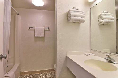 Motel 6 Merrillville - Merrillville, IN 46410