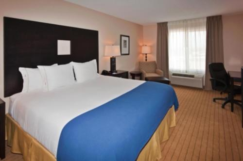 Holiday Inn Express Hotel & Suites Albuquerque Airport Photo