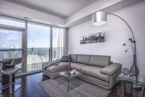 Atlantis Suites - Toronto Furnished Apartment On York Street - Toronto, ON M5J 0A9