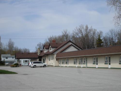 The Gables Inn - Sarnia, ON N7W 1A9
