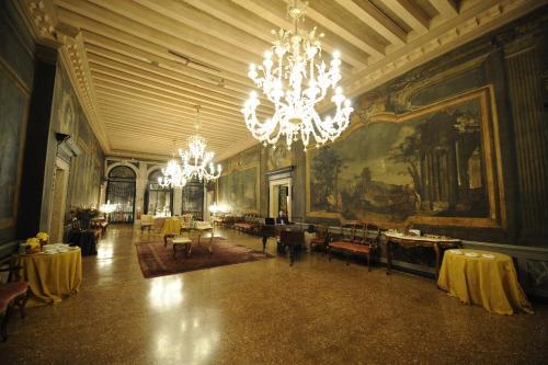 Campo Santa Sofia 4198/99, Ca' D'Oro, 30121, Venice, Italy.