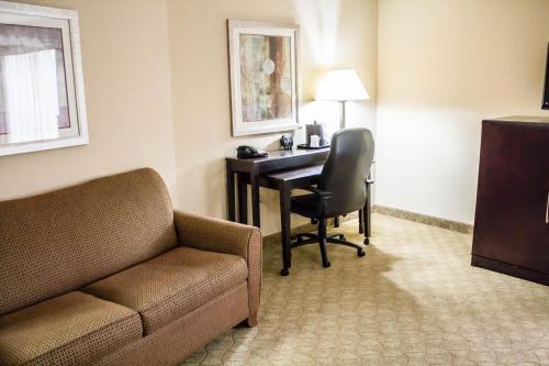 Comfort Suites Brunswick Photo