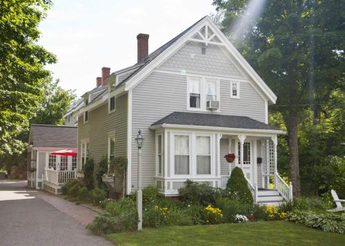 James Place Inn Bed And Breakfast - Freeport, ME 04032