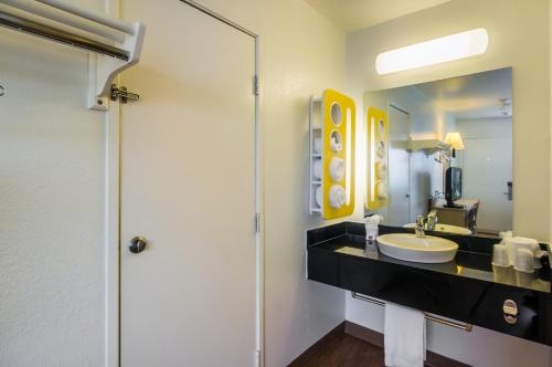Motel 6 College Station - Bryan - College Station, TX 77840