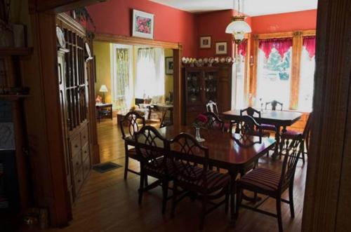 The Grand Street Inn Photo