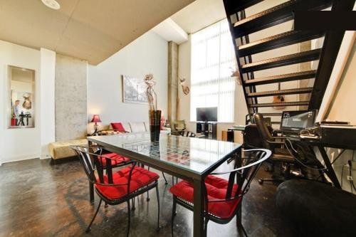 Suite Home Downtown DC Apartments Photo
