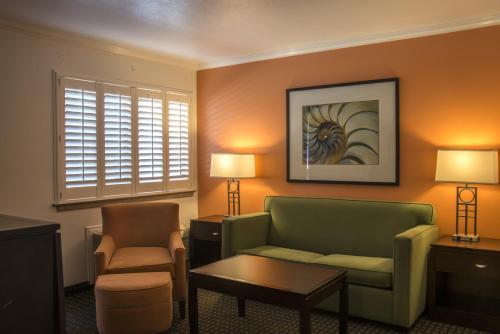 Comfort Inn Santa Cruz Photo
