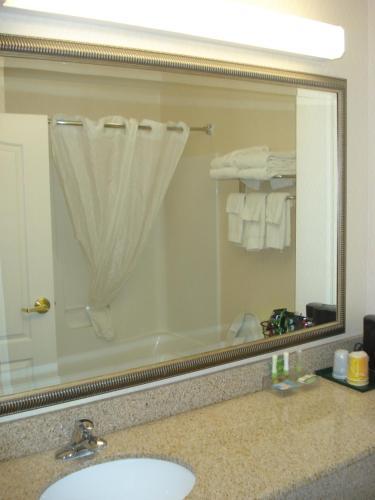 Comfort Inn & Suites Dover Photo