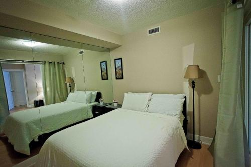 Red Maple Suites - Blue Jays Way - Toronto, ON M5V 3W6