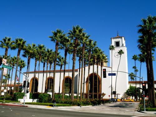 Metro Plaza Hotel - Los Angeles, CA 90012