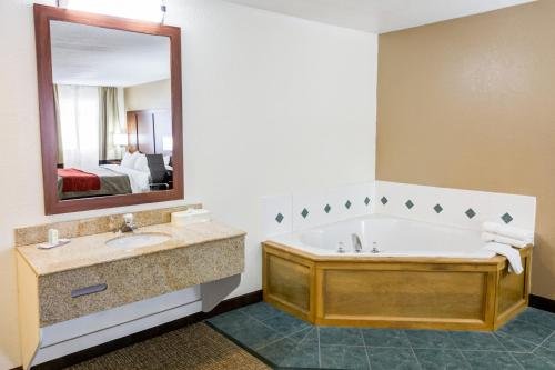 Comfort Inn Kearney - Liberty Photo
