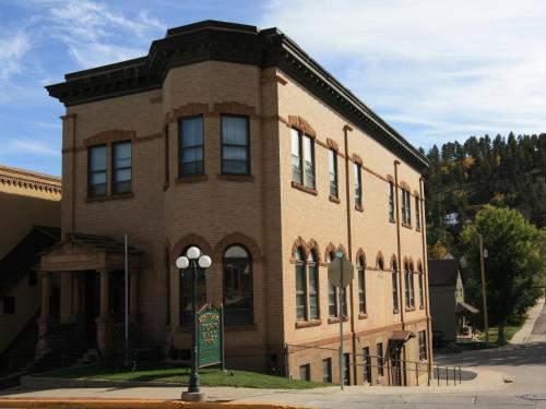 Town Hall Inn - Lead, SD 57754