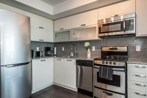 Life Suites Soho 2 Bed | 2 Bath Cn Tower View - Toronto, ON M6J 0C7