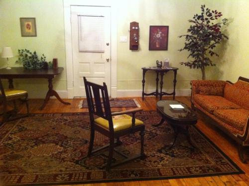 Brooks House Suites Photo