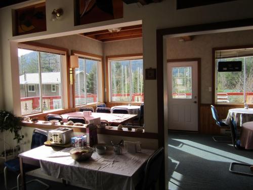 Cedars Inn Photo